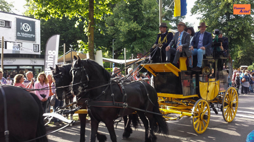 Intocht Paarden Vierdaagse in Epe