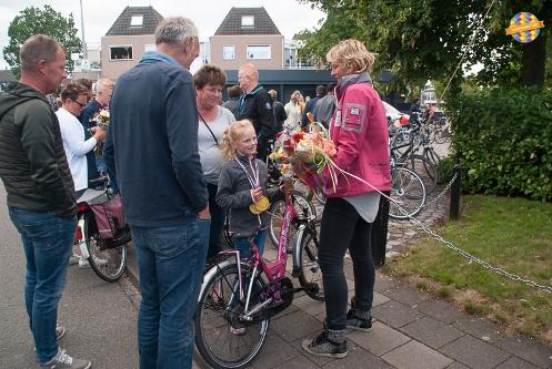 Foto's intocht avond fietsvierdaagse in Vaassen