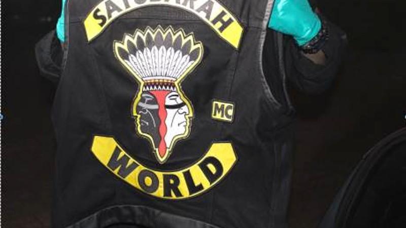 Politie valt clubhuizen Satudarah binnen