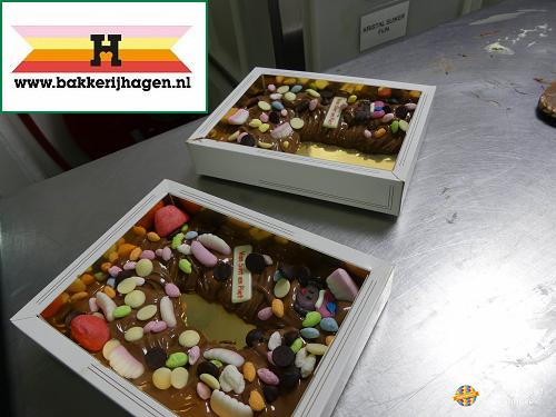 Chocoladeletter maken bij bakkerij Hagen