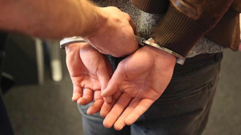 vuurwapengevaarlijke verdachte van Markplaatsberovingen aangehouden in Apeldoorn