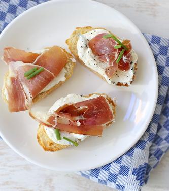 Bruchetta's met ricotta en ham