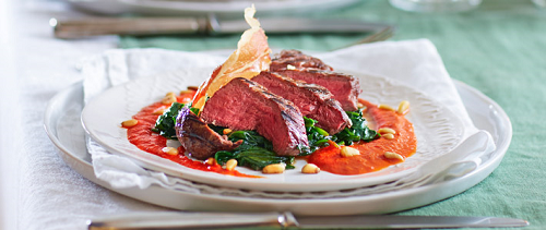 Biefstuk met rode-paprikasaus en chips van parmaham