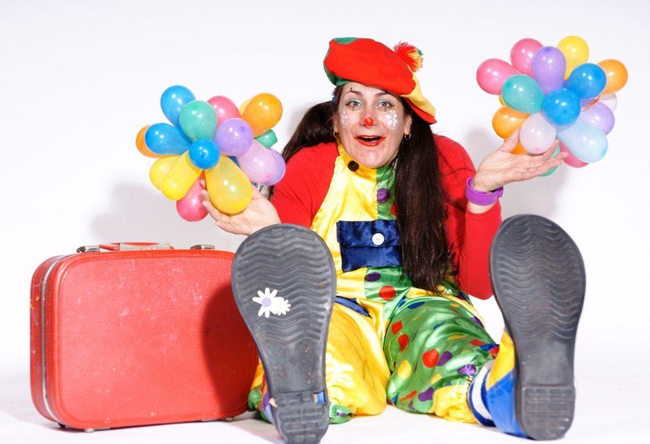"""Clown """"JuJu"""" bij de Carnaval in de Kouwenaar"""