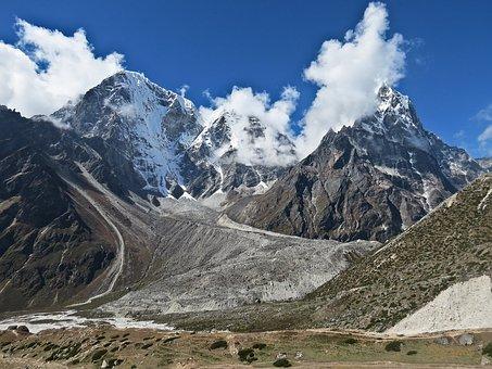 Diavoorstelling over de Himalaya in het dorpssteunpunt De Hezebrink