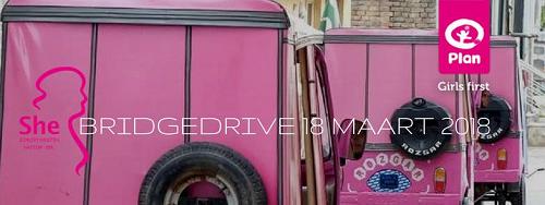 Bridgedrive voor roze riksja-taxi