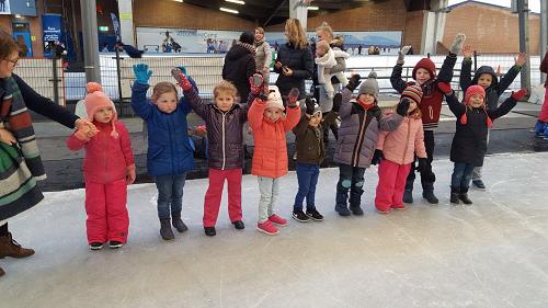 Schaatsplezier basisschool de Sprenge uit Vaassen in de Scheg te Deventer