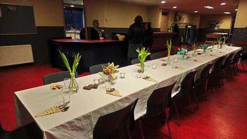 De Tafel staat al gedekt kom gezellig samen eten in Balai Pusat