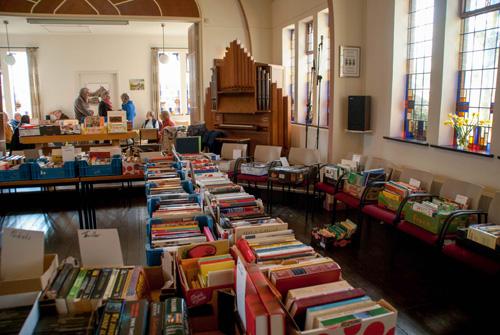 Boekenmarkt bij 't Kerkje aan de Deventerstraat