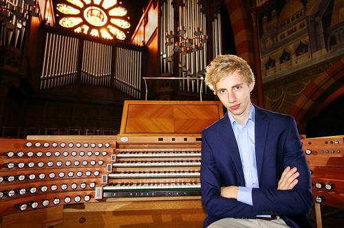 Gert van Hoef geeft een orgelconcert in de Dorpskerk van Vaassen