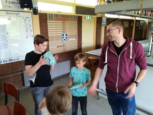 Levi van Dijken wint het eerste s.v. Vaassen jeugd FIFA toernooi.