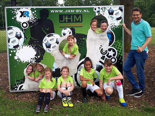De Krugerstee Vaassen 3e Prijs autoschade de Wilde Schoolvoetbal meisjes