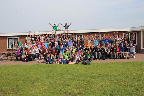 vv Emst jeugd vermaakt zich uitstekend tijdens 27e jeugdtrip op Ameland.