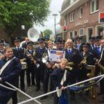 Vaassens Fanfare Corps omlijst uitreiking Cheque Rabobank Clubkas fonds muzikaal.