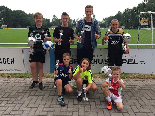 Milan van Ommen en Levana Eenkhoorn grote winnaars Andre van 't Ende penaltybokaal 2018 jeugd vv Emst.