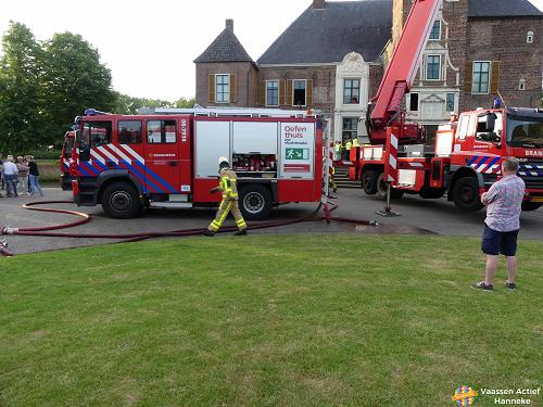 Brandweer oefent bij de Cannenburgh
