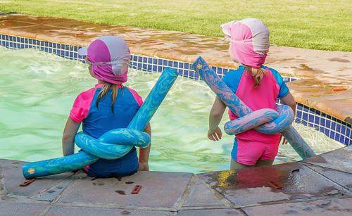 Eerste zomer zwemmen zonder bandjes