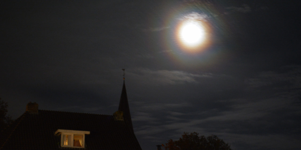 Regenboog om de maan?