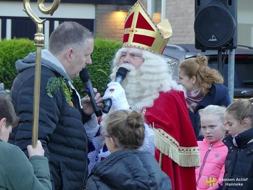 Sinterklaas op bezoek bij basisschool de Violier in Vaassen