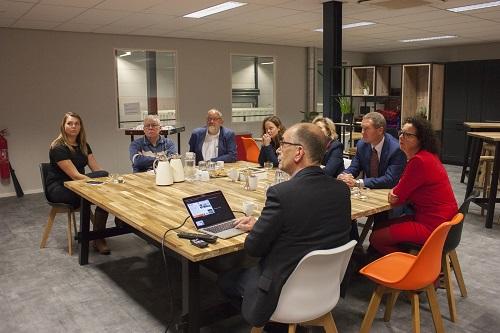 Bedrijfsbezoek college van B&W gemeente Epe aan Hospitainer in Vaassen