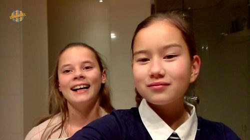 Sarah en Noraly gaan Make-up testen