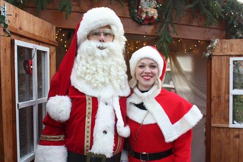 """Kerstmarkt zondag deel 2 met een foto impressie """" Door de lens van Cynthia Toor"""" en en film door Fred Rijckenberg"""