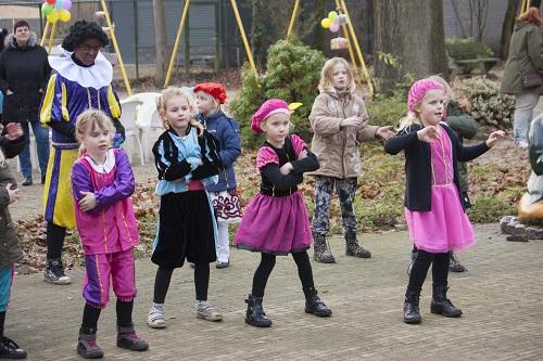 """Sinterklaasfeest bij Speeltuin- Wijkvereniging """"de Kouwenaar"""""""