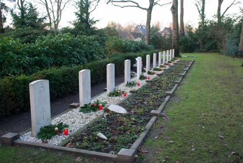 Lichtjes op oorlogsgraven in Vaassen