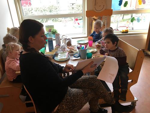 Het Nationale Voorleesontbijt bij Kinderdagverblijf Nijntje in Vaassen