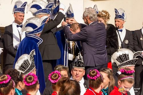 Sleutel overhandiging door burgemeester Hans van der Hoeve