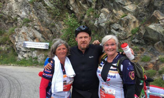 Team de Keet- Herms beklimt de Alpe d'Huzes