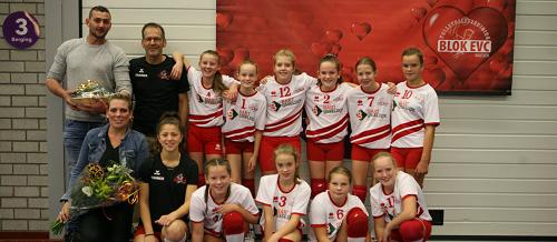 """Blok EVC """"Het nieuwe meisjes C2 team is van start in de competitie""""!"""