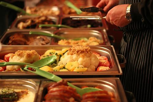 Samen eten: buffet in steunpunt de Hezebrink