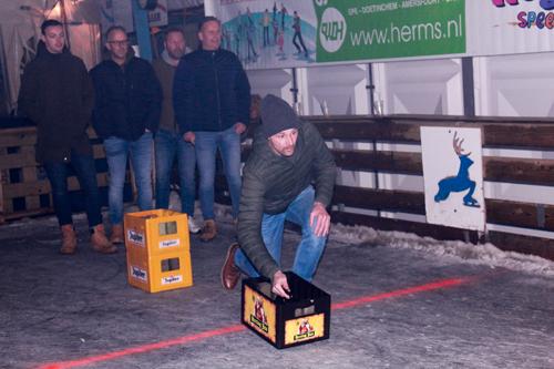 Bierkratschuiven bij Epe on ice