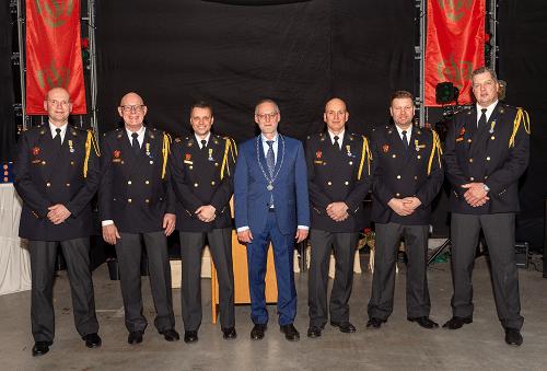 Koninklijke onderscheidingen voor zes brandweermannen