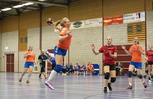 Thuiswedstrijd van Handbal Dames CVO tegen Overwetering, een mooie overwinning