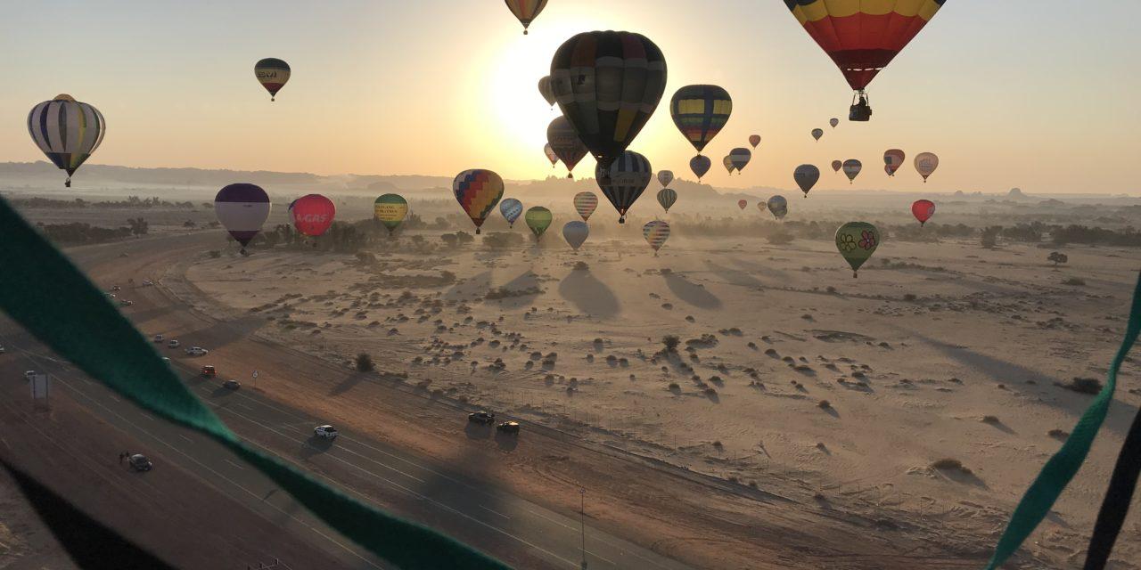 Ballonvaren in de woestijn
