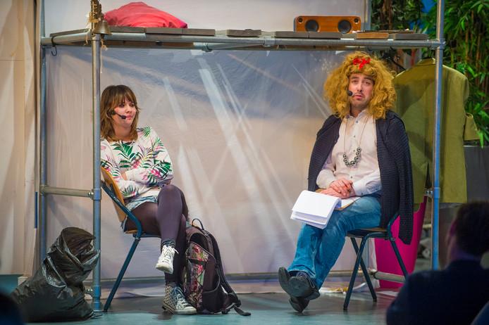 Oog en oor voor jonge mantelzorgers Voorstelling 'Roos Radeloos' wordt twee keer uitgevoerd bij RSG NO-Veluwe