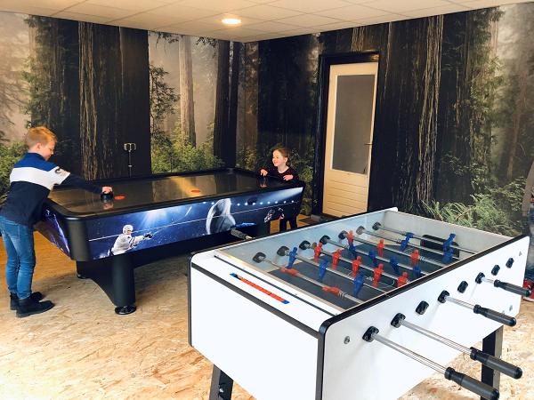 """Binnenspeeltuin bij vakantiepark """"De Bosrand"""" in Vaassen."""