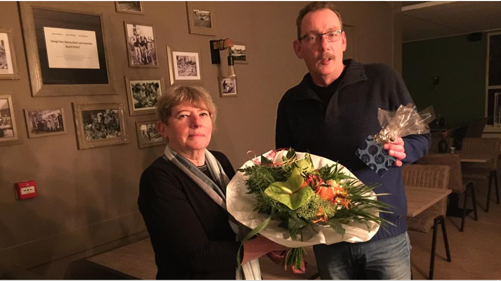 Jan Strijk en Ben Kruising 25 jaar lid Toneelvereniging De Jonge Spelers Vaassen