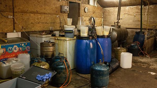 Politie ontmantelt drugslab in Emst
