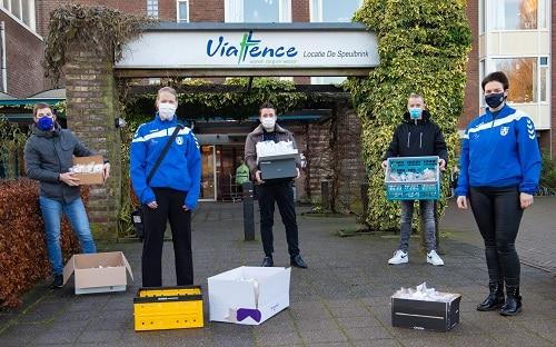 S.V. Vaassen wenst de bewoners van de Speulbrink fijne feestdagen met 300 Cupcakes