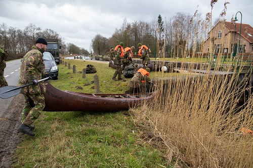 Militaire Oefening in Apeldoorns Kanaal