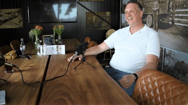 """Aan tafel met Dennis Hulleman een van de eigenaren van """"Bij Ons"""" Epe/Vaassen"""