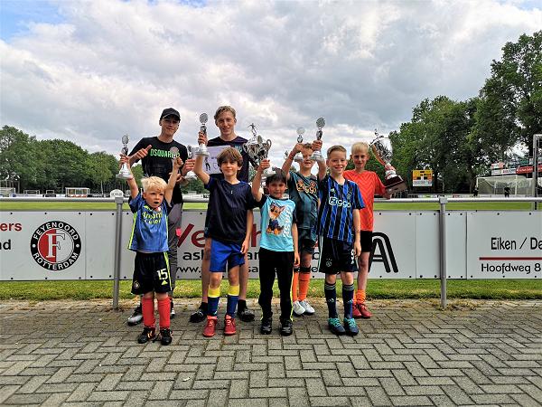 Jarro Witteveen en Rowan Mekelenkamp grote winnaars Andre van 't Ende penaltybokaal 2021 jeugd v.v. Emst