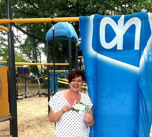 Flessenactie Albert Heijn groot succes voor Speeltuin- wijkvereniging de Kouwenaar